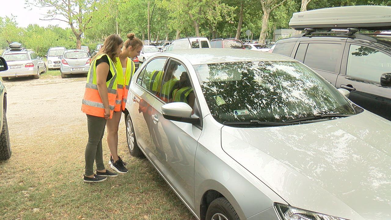 Diákjárőrök vigyáznak a strandolók autóira