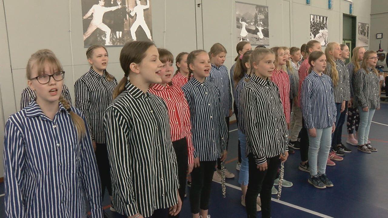 Finn gyermekkórus az Eötvös iskolában