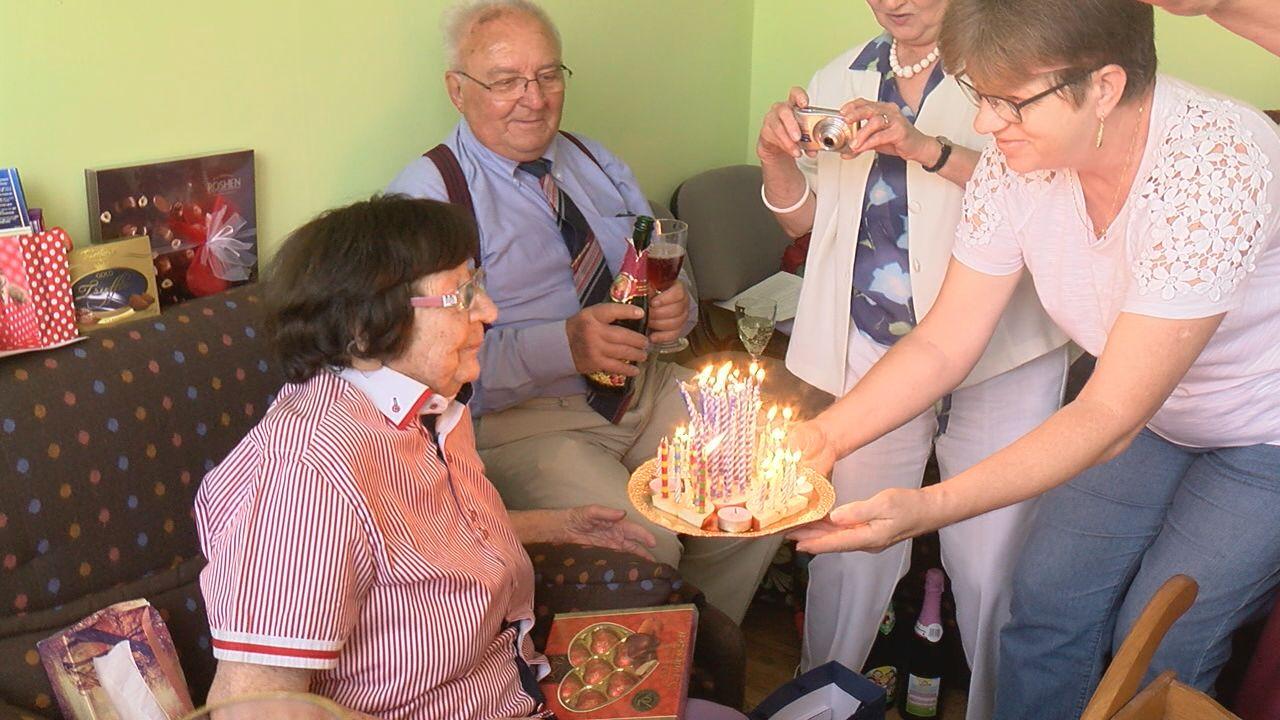 Otthonában köszöntötték a 99 éves Lotti nénit