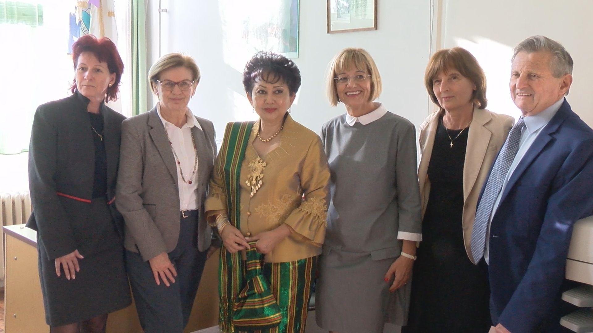 Az indonéz nagykövet látogatása a Lóczy gimnáziumban
