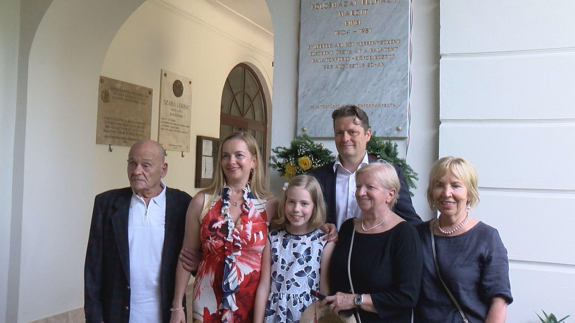 Emléktábla az első női Balaton-átúszónak