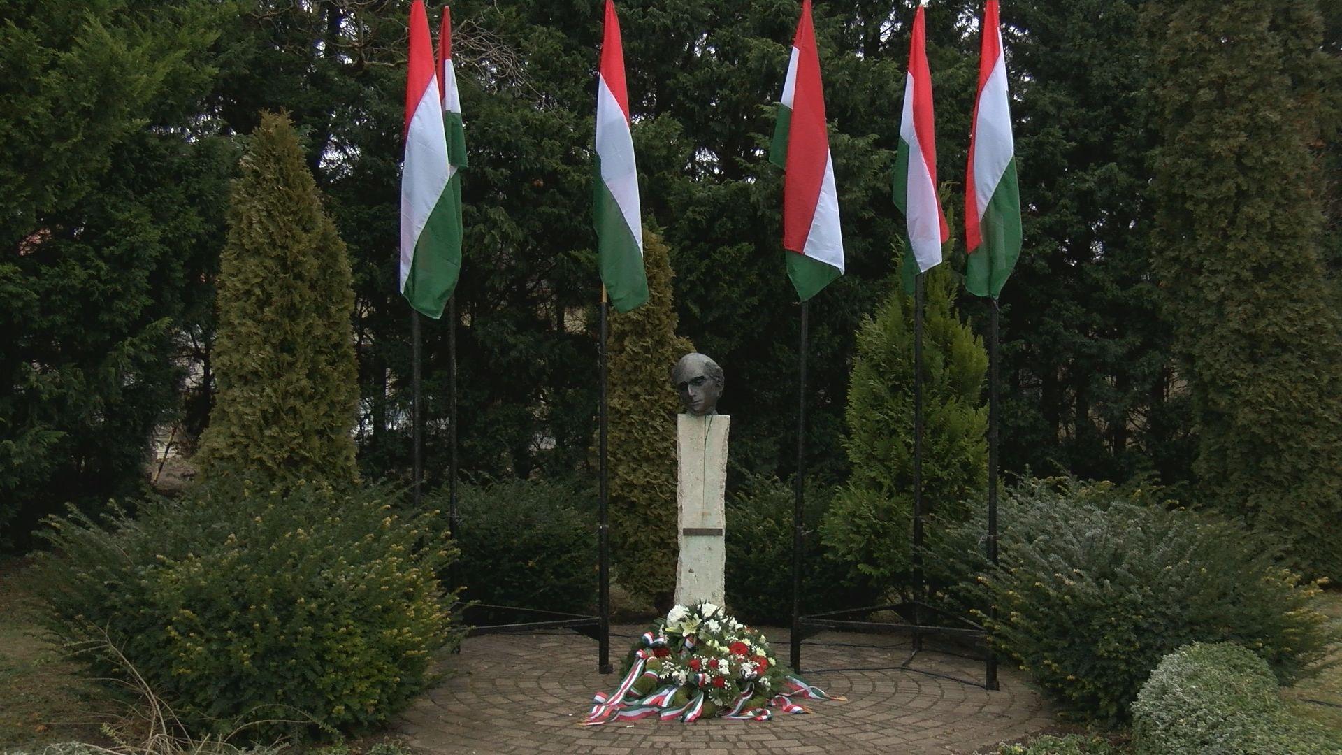 Megemlékezés Kölcsey Ferenc szobránál