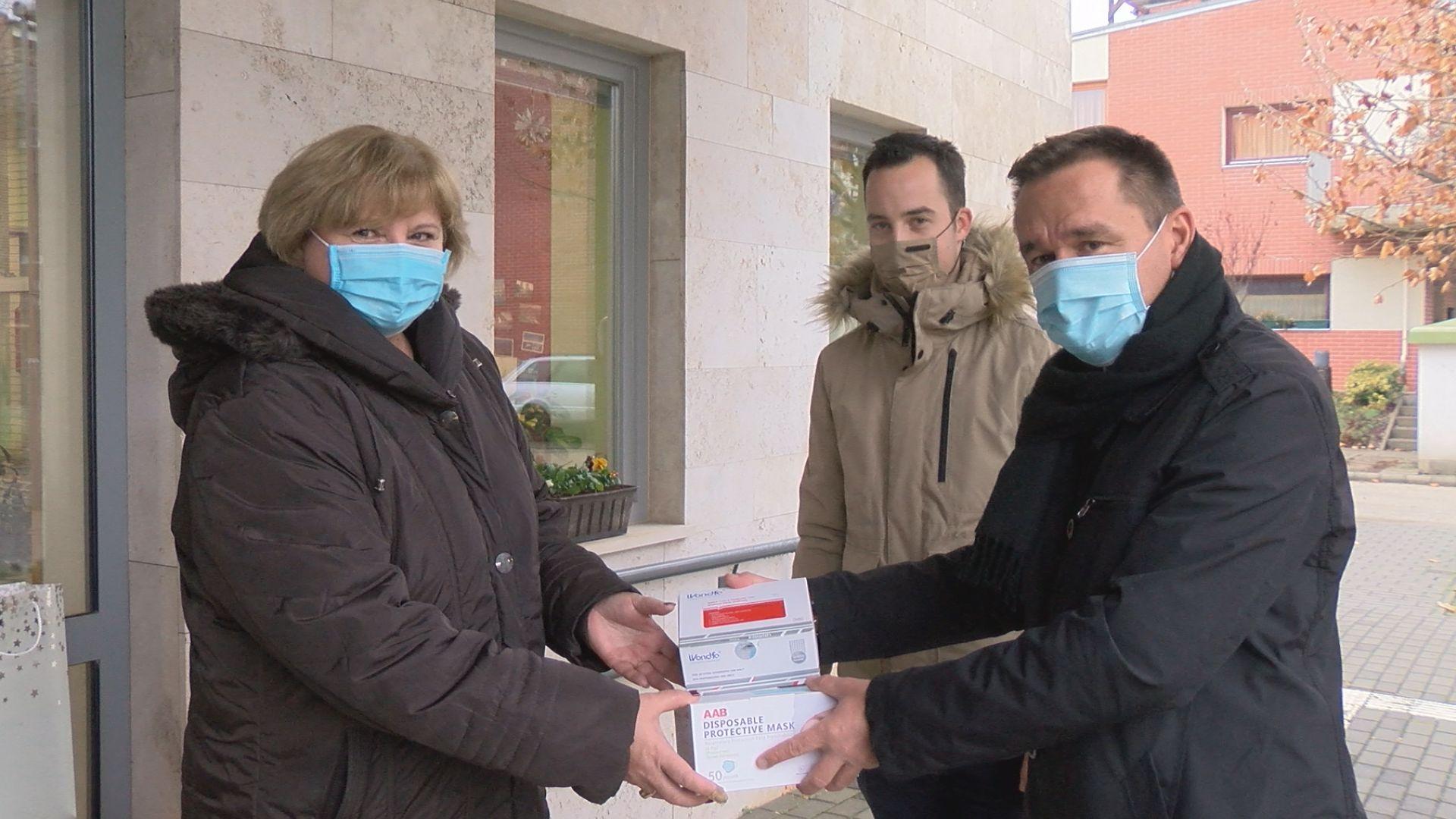A veszélyeztetettek kapnak a kínai adományból